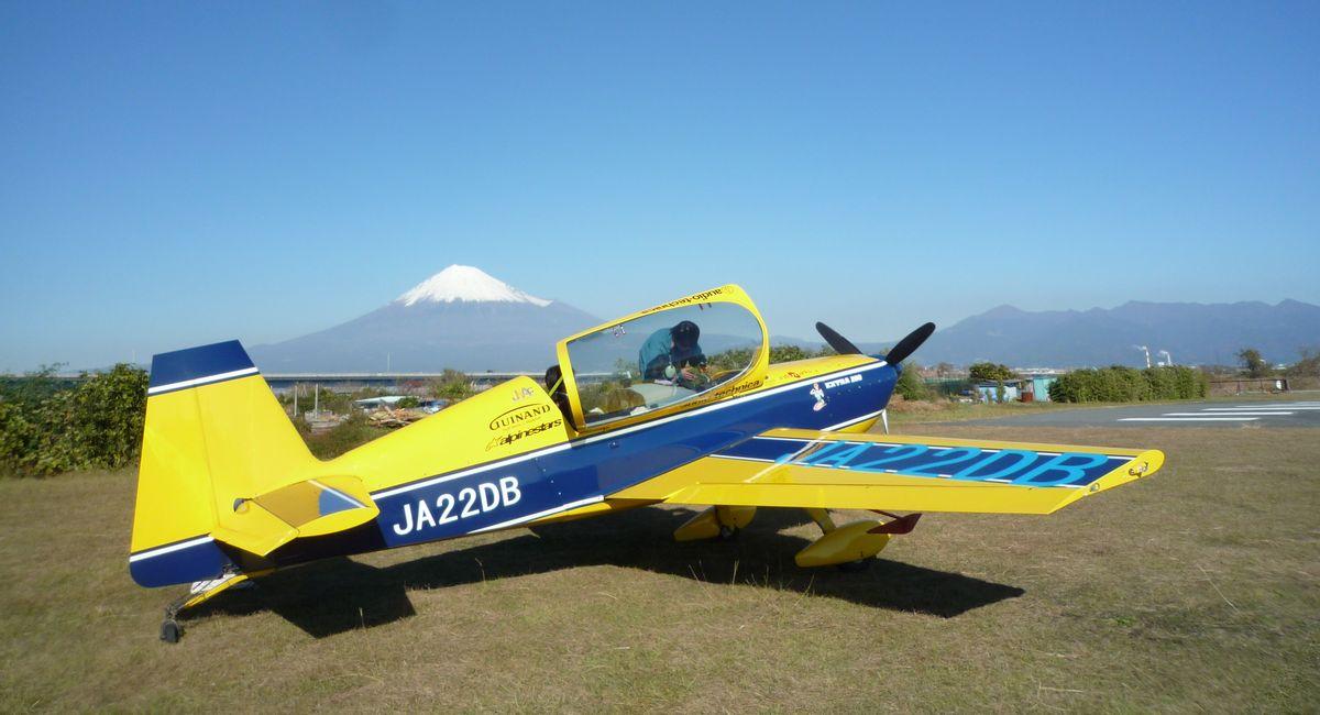 エアレースのようなアクロバット飛行を体験してきた!パイロットは元ブルーインパルス。