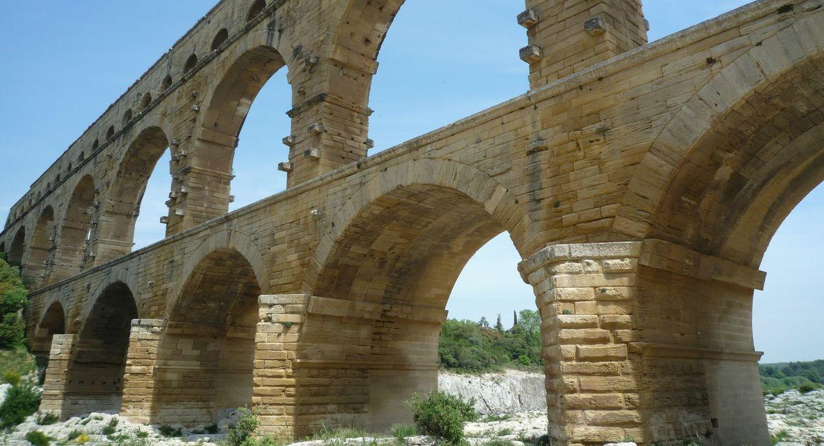 古代ローマ時代に建築された水道橋ポン・デュ・ガール