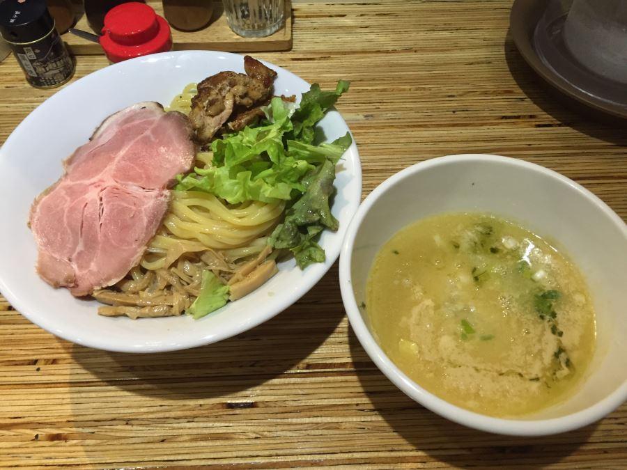 草加にある「鶴おか」の鶏白つけ麺が美味い!/埼玉の人気店
