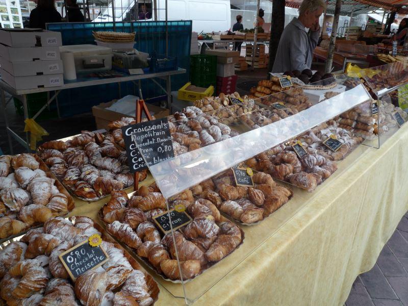 ニース朝市には本場フランスのパンがたくさん