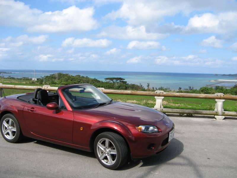 オープンカーで石垣島をドライブ