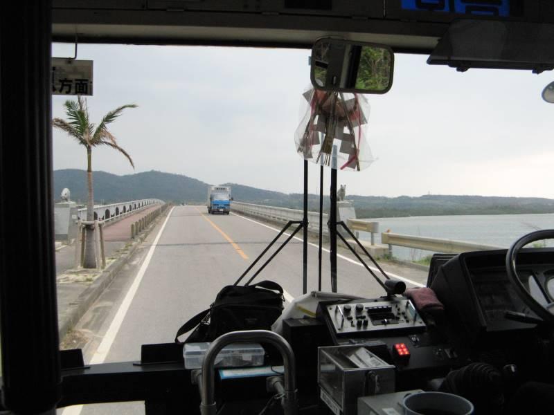 西表島のフェリー乗り場から路線バスで移動
