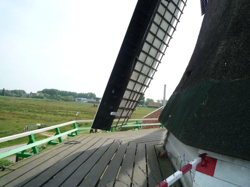 風車の羽根、怖すぎです