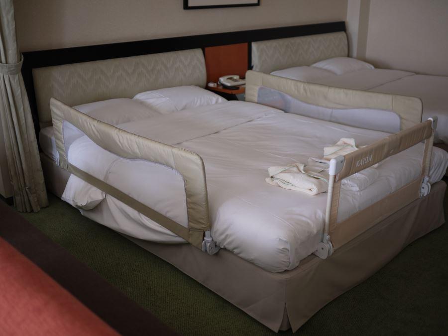 赤ちゃん落下防止ガード付きベッド