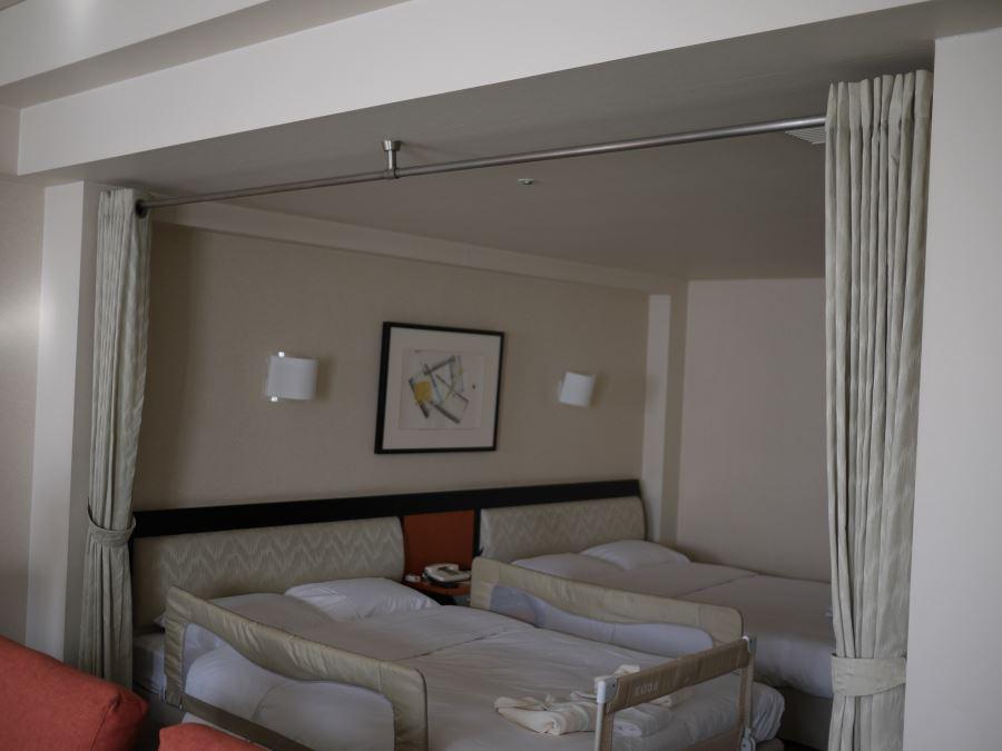 寝室カーテン付き