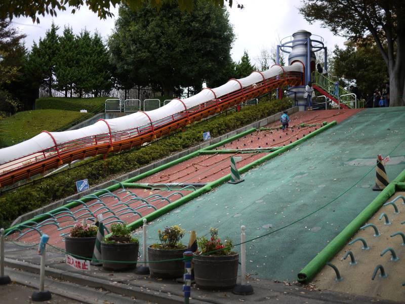 グリーンセンターの長~い滑り台