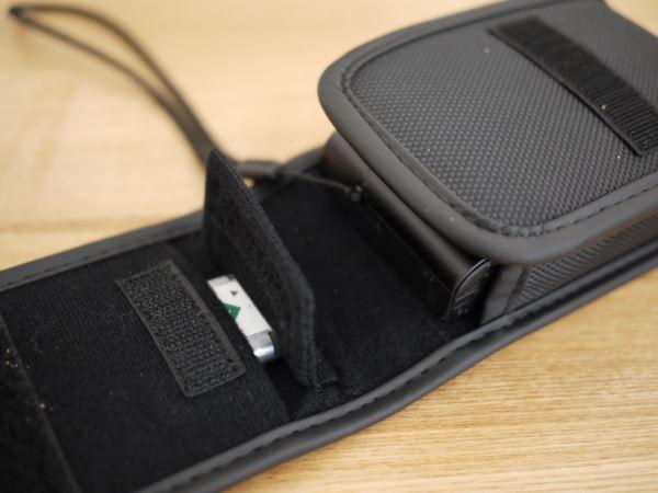 予備バッテリーやSDカードを収納できるのが地味に便利